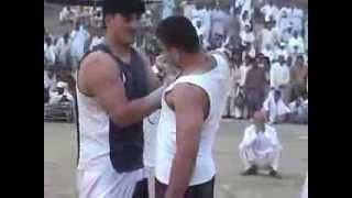 getlinkyoutube.com-Bini - Pehalwan Imran Mani  Vs Pehalwan Zubair
