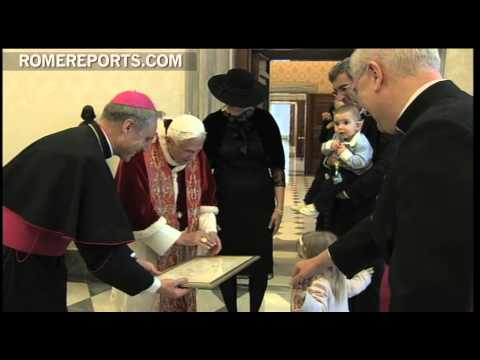 Daughter of Bosnia's new Ambassador  gives Pope a hand made  touching gift