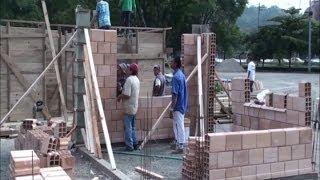 getlinkyoutube.com-El LEGO de la construcción: viviendas sin cemento y seguras en Colombia