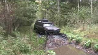 getlinkyoutube.com-Landcruiser HJ61 and Patrol GR in mud