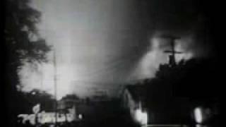getlinkyoutube.com-A massive F5 tornado over the town of Fargo, North Dakota on June 20, 1957