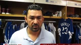 Adrian Gonzalez de los Dodgers reconoce la atrapada del fanatico