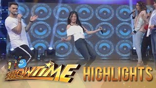 It's Showtime Copy-Cut: Kisses takes on the