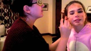 Hala does my makeup... Blindfolded!