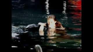 getlinkyoutube.com-รักนี้หัวใจมีครีบ เล่นไปสำลักน้ำไป