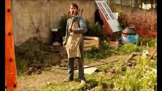 getlinkyoutube.com-Herramientas para Huerta construidas con material Reciclado