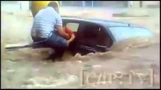 getlinkyoutube.com-Family suck in Chennai Flood Near Mount Road