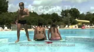 getlinkyoutube.com-Cámara oculta: sangre en la piscina - FaceLOCO.com