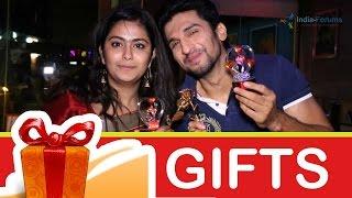 getlinkyoutube.com-Manish & Avika Gift Segment - Part 02