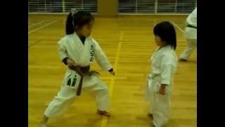 getlinkyoutube.com-Gohonkumite by a 3-year-old girl Chitose(white belt)  [2013-03-09]