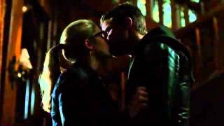 getlinkyoutube.com-Arrow 2x23 deleted scene: OIiver and Felicity kiss