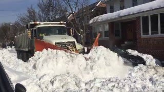getlinkyoutube.com-Sanitation V Plow Glendale Queens New York, Blizzard 2016 Jonas
