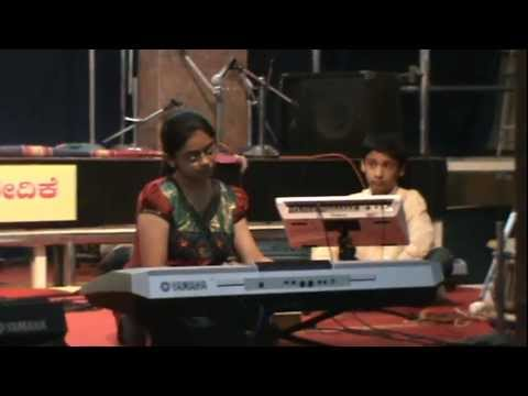SWATHI PLAYING BHAIRAVI RAGA - DATTATREYA TEMPLE.MPG