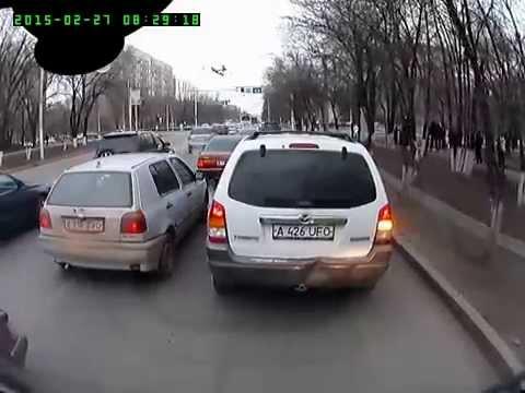 Алматы. Странные маневры гольфа без поворотников 20150227 0829