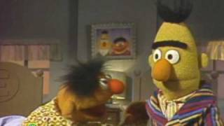 getlinkyoutube.com-Sesame Street: Ernie And Bert Meet The Martians