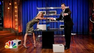 getlinkyoutube.com-Box of Lies with Julie Bowen (Late Night with Jimmy Fallon)
