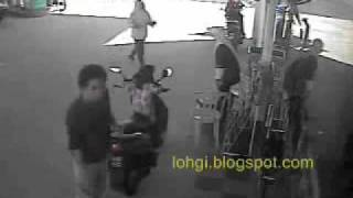 getlinkyoutube.com-Jangan Tinggalkan Anak anda di atas motor ketika enjin hidup