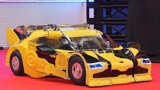 getlinkyoutube.com-驚愕の完全自動変形!「トランスフォーマー」最新型がお披露目!「バンブルビー クォーター」Fully automatic TRANSFORMERS #Transformers