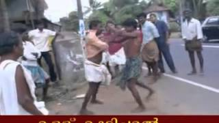 getlinkyoutube.com-Funny drunken in Kerala fighting at Road