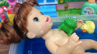 getlinkyoutube.com-Baby Alive Hora do Banho da Marie - Julia Silva