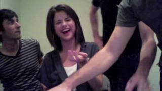 getlinkyoutube.com-Selena Gomez laugh