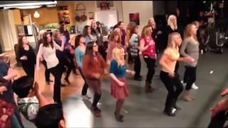 getlinkyoutube.com-The Big Bang Theory FLASHMOB ON SET [HD]