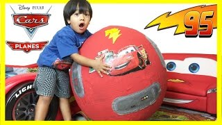 getlinkyoutube.com-100+ cars toys GIANT EGG SURPRISE OPENING Disney Pixar Lightning McQueen kids video Ryan ToysReview