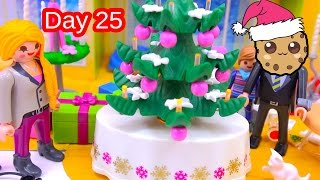 getlinkyoutube.com-Polly Pocket, Playmobil Holiday Christmas Advent Calendar Day 25 Toy Surprise Opening Video