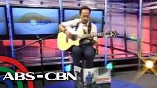 getlinkyoutube.com-Noel Cabangon sings 'Tuwing Umuulan At Kapiling Ka'