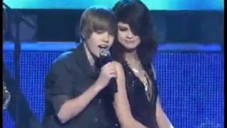 getlinkyoutube.com-JUSTIN BIEBER SINGING TO SELENA GOMEZ ON STAGE!