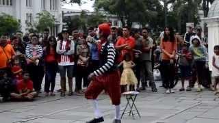 """getlinkyoutube.com-Aksi Lucu Pantomim Jalanan """"Kota Tua"""""""