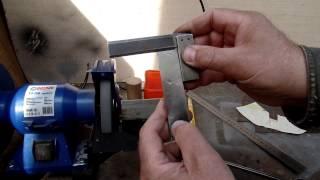 getlinkyoutube.com-Приспособление для заточки стамесок на электроточиле сделанное своими руками