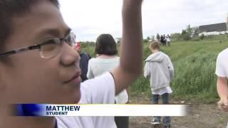 getlinkyoutube.com-Students launch balloon into stratosphere