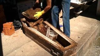 getlinkyoutube.com-EXUMAÇÃO NO CEMITÉRIO - Desenterrando a tia