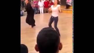 getlinkyoutube.com-بنت ترقص شعبي امام دريم بارك رقص جامد