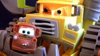 getlinkyoutube.com-Watch Mater Eaten by Screaming Banshee MONSTER Disney Pixar Cars by Toycollector BluCollection
