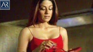 getlinkyoutube.com-Shamita Shetty & Manoj Bajpai in Hotel Room | Sathi Leelavathi Fareb Movie | AR Entertainments