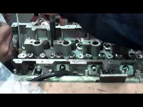 Где находятся направляющие втулки клапанов у Мерседес Vito