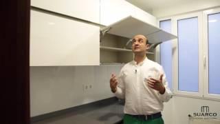 getlinkyoutube.com-Video de cocinas blancas modernas con perfil gola inox y encimera de silestone