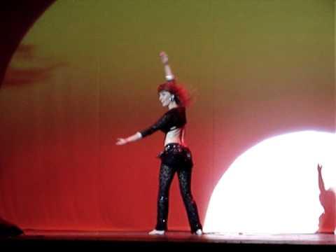 Luciana  Guerra no espetáculo Sol do Oriente