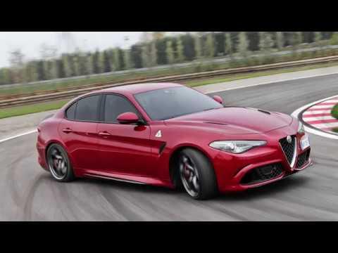 Alfa Romeo ВЗГЛЯД НА ЛЕГЕНДУ! Giulia Quadrifoglio