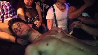 getlinkyoutube.com-Flash Pride- Final de noite- Body Shots- Pride bar
