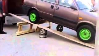 getlinkyoutube.com-Dalla Russia- come NON caricare una macchina su camion