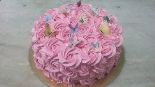 Bolo rosas de chantilly com borboletas comestíveis. Como aplicar borboleta de papel arroz.