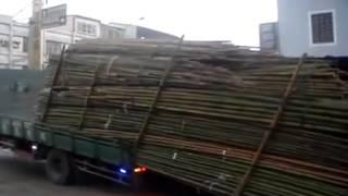 Wyładowywanie chińskiej ciężarówki