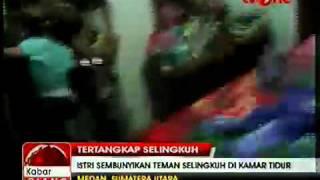 getlinkyoutube.com-Istri Polisi Selingkuh dengan Polisi Tertangkap Basah Suami.mp4