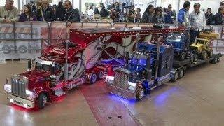 getlinkyoutube.com-TruckModel Peterbilt 359 RC 1:4 Vs Peterbilt 359 RC the cousin.....