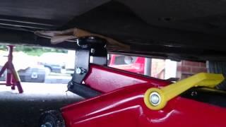 getlinkyoutube.com-Jacking E46 BMW Onto Axle Stands w Chassis Rail