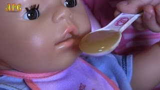 getlinkyoutube.com-Беби Бон Тёма кушает яблочное пюре и пьет сок!