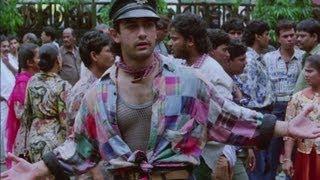 Aamir Khan caught selling movie tickets illegally - Rangeela